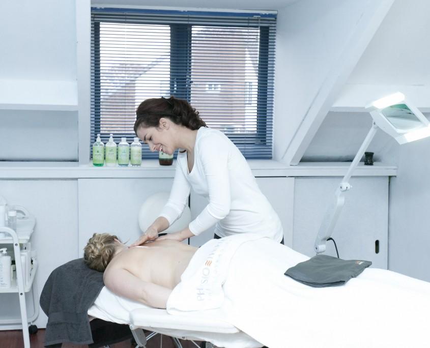 Schoonheidsspecialiste, masseuse Natuurlijk Kim Raamsdonksveer - wellness, massage, ontspanning en reiniging